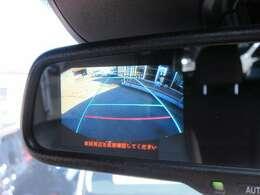 純正オプションバックカメラ機能♪ ルームミラー部に映像が映し出され、ガイド線付になりますので、駐車の不安な方でも安心ですね♪