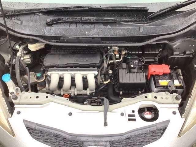 ■エンジンルーム■クリーニング済みですので、とてもキレイですよ^^ご納車前には必ず点検しておりますのでご安心ください。