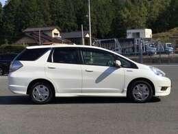 HONDA独自のセンターレイアウト燃料タンクで、重量バランスも良く、フロアがとても広く使えるので、見た目以上の車内空間を実現しています。