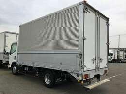 最大積載量:3000kg 車両重量:3560kg 車両総重量:6725kg  車寸法:L647cm W218cm H324cm