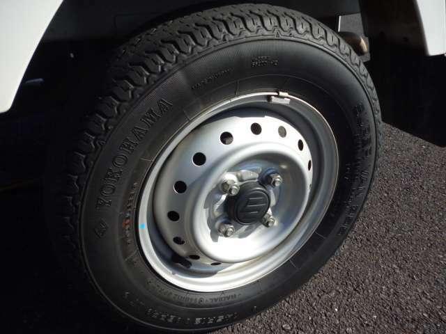 タイヤは軽トラ特融の、外減りしているので、4本とも新品交換します♪