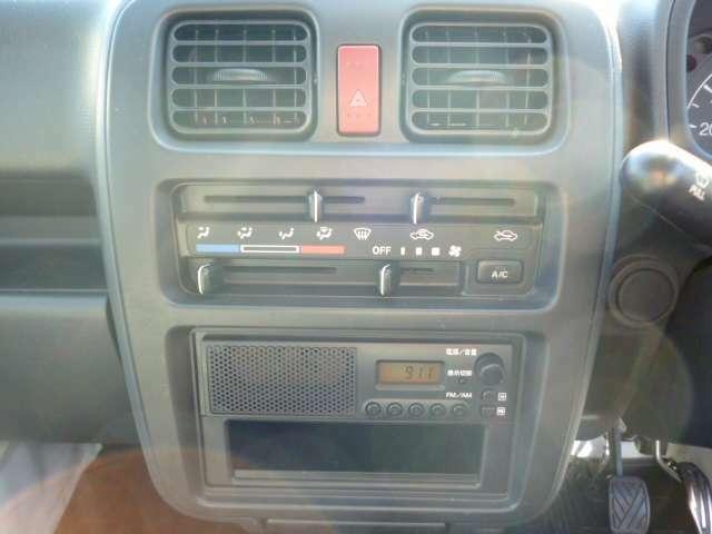 マニュアル式エアコン装備!下段には、FM・AMラジオもあります♪