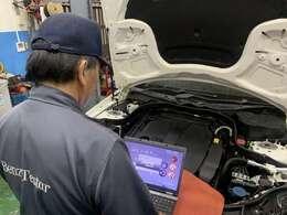 納車前に法定点検を実施します。また法定点検の項目には無いコンピューター診断やオーディオ等電装部品の点検も併せて実施します。点検時にはエンジンオイル・オイルエレメント交換工賃ウォッシャー液補充を無料