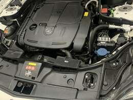 3.5ガソリンエンジンだから低速からのトルク感もグイグイ引っ張ってくれるので快適なドライブが楽しめます。パワフルなエンジンだから爽快感と力強い走りで飽きの来ないCLS350ベンツ