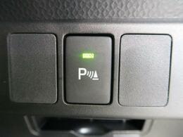 【クリアランスソナー】ソナーで周辺監視しながら、低速取りまわし時における衝突回避、または衝突被害の軽減に寄与するシステムです。障害物の接近を表示とブザーで知らせ、ブレーキ制御を行います。
