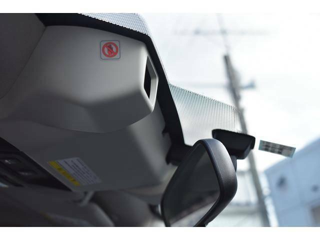 EyeSight(アイサイト)は、世界で初めてステレオカメラのみで、全車速追従クルーズコントロール機能や歩行者、自転車をも対象としたプリクラッシュセーフティ機能を実現したシステムです。