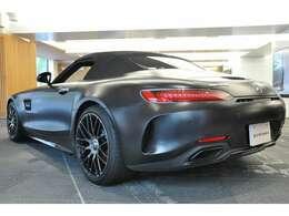 ◆「AMG GT」をベースに、公道走行可能なレーシングモデル「AMG GT R」の技術を取り込んだ、シリーズ随一のエクスクルーシブモデルという位置付けでございます◆