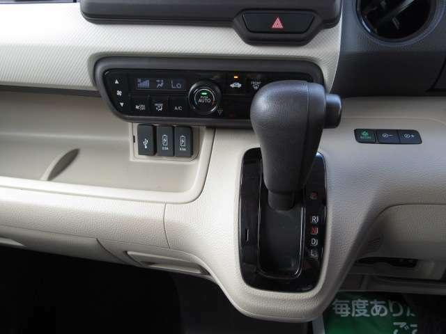 車内の空調はコレにお任せ!温度設定とスイッチ1つで年中設定温度に保つ便利なプラズマクラスター付オートエアコンも装備されています!