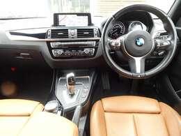 BMW伝統の大型二眼メーターを配置!ステアリングはMスポーツ専用の本革ステアリングです!