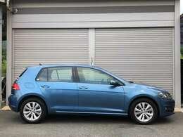 爽やかなお色パシフィックブルーです。艶も充分ありキレイなお車です。