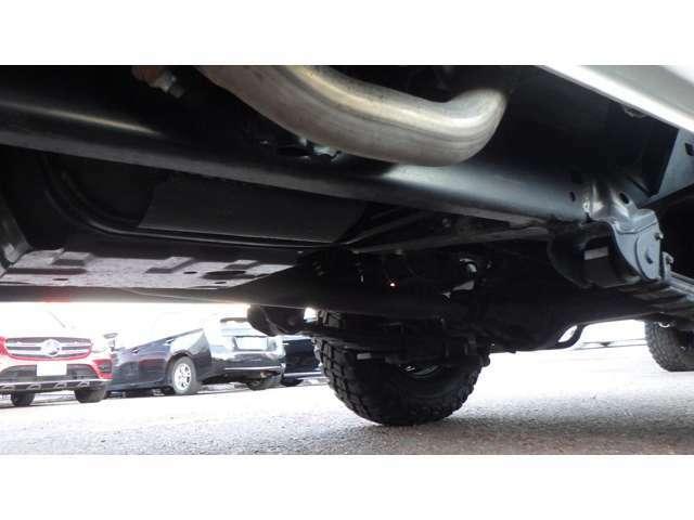 NOX・PM適合・4500ccディーゼルターボ・前後デフロック・ETC・ARBバンパー&ルーフキャリア&サイドオーニング新品・グッドリッチKM3新品5本・純正シュノーケル・ナビ・フルセグ・Bカメラ