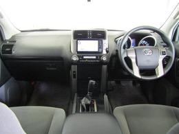 上級SUVに求められる質感の高さ、高級感漂うインパネ廻り。乗り込んだ瞬間に違いがわかりますよ。