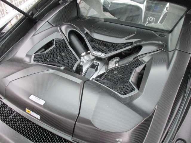 エンジンルームの画像です  3.5L V6 DOHCツインターボ+3モーター