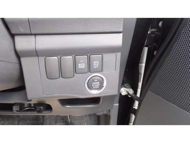 プッシュスタートですので鍵を差し込む必要がありません。