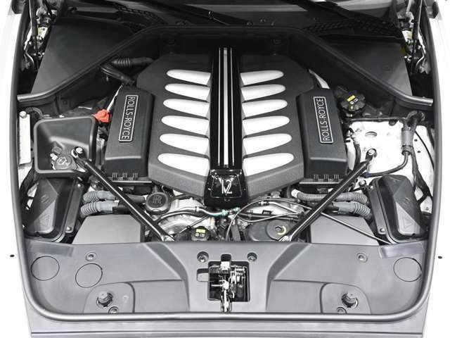 6.6リッターV12 ツインターボエンジンは静粛性にも優れております。