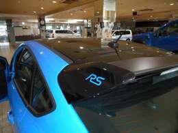 リミテッドエディション専用ブラックルーフ及びリアウィング RSのロゴが引き立ちます。
