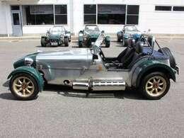 当店にはキャンピングカー・福祉車輌・スポーツカー・旧車・トラックなどを取り揃えています。