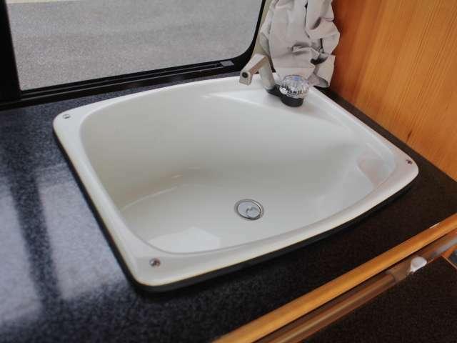シンク装備☆簡単な洗い物などをする事が可能です♪