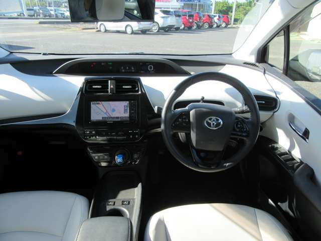 視界が広く、インパネシフトですっきりとした空間が運転がしやすく居心地が良い運転席です。