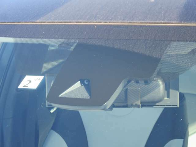 TSSが付いてます。トヨタの衝突軽減ブレーキです!レーダーとカメラで前方の車を認識!ブレーキをサポートしてくれます。
