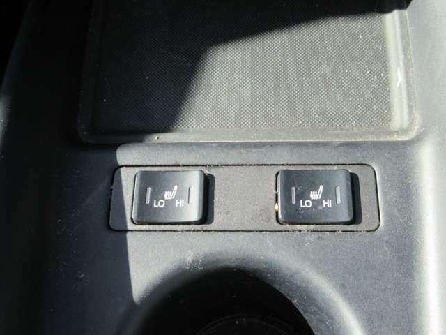 運転席助手席共にシートヒーター付き。