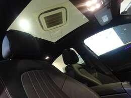 【パノラミックスライディングルーフを装備。車内が明るく開放感に溢れます