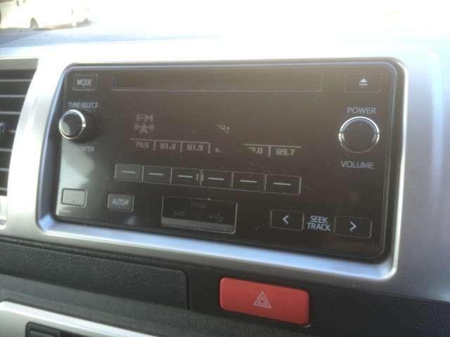 純正CDプレイヤー!サブバッテリーやベッドキット等の車中泊用アイテムの取り付けも実績多数ございますので、お気軽にご相談ください!