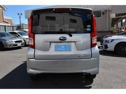 スタイリッシュな印象を与える効果があります◆プライバシーガラス◆を装備。もちろん室内が見えないのでプライバーの保護や車上あらしなどの予防にも効果があります。夏は室内の温度上昇を和らげる効果もあります。