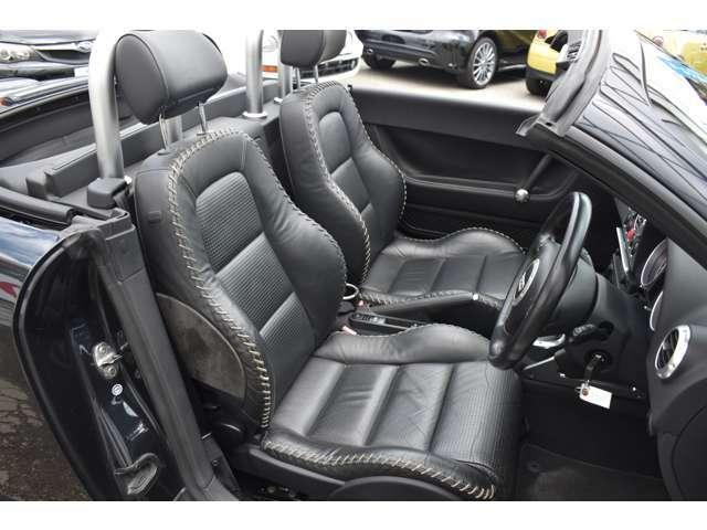 ★ブラックグローブレザーシートです。 運転席、助手席共にシートヒーターを完備しております。