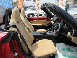 専用インテリア&専用ベージュ本革シート付♪ グレード専用装備となります♪ 質感の良いシートでより快適なドライブを楽しめます♪