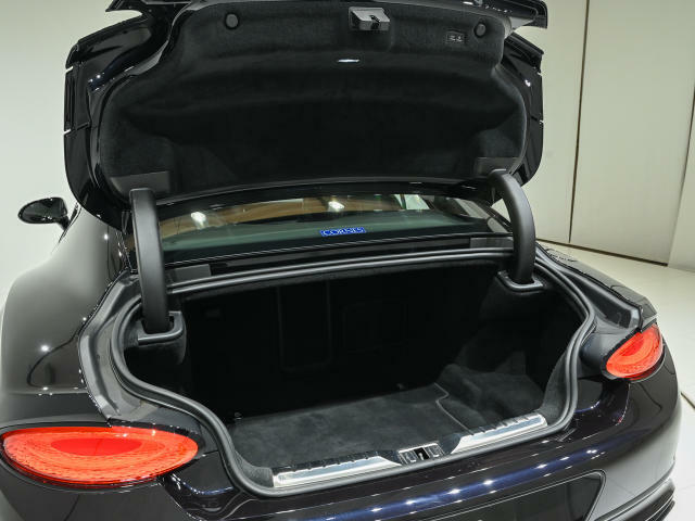 トランク容量は358L。ゴルフや旅行など用途に応じてご活用くださいませ。