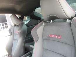 専用ハーフレザーシート付き♪ 赤い刺しゅうでBRZと背面に施されております♪ ワンポイントアクセントとして人気です♪