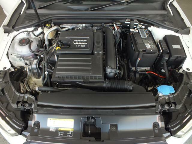 FSIエンジン…高効率で低燃費な直噴エンジンです。ダウンサイジング&ターボで驚くほど力強い加速と静粛性が特徴です。ぜひ、試乗をして体験してみてください。お気軽にスタッフまでお申込みください。