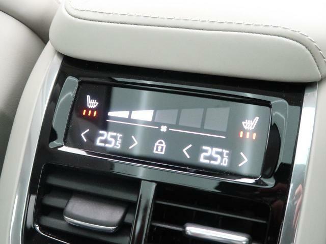 ◆リアシートエアコン操作パネルリアシートの温度、風量の調節が可能です。こちらのXC60はリアシートヒータも備わっておりますので、1人1人が快適にお乗り頂けます。