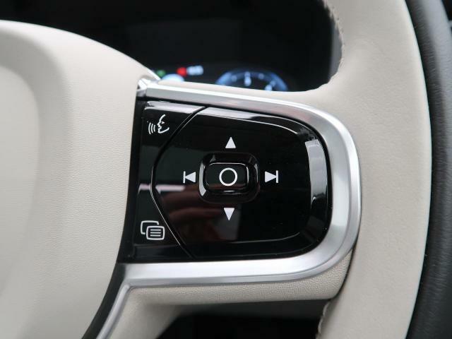 ◆ステアリングスイッチ運転中もチャンネルの変更、音量の調節などもこちらのスイッチで操作が可能です。安全を考慮した設計に運転中も快適に操作いただけます。
