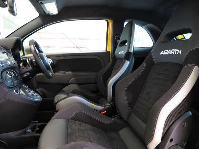 ABARHTの力強い走りを楽しめるようにヘッドレスト一体型Sabelt製スポーツシートを採用しました。