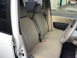 運転席/助手席です!2人乗っても広々快適です!