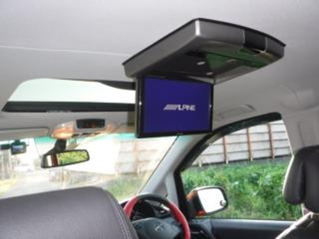 アルパイン社製フリップダウン大型モニター装着済!!(DVD再生やフルセグTVの視聴が可能です)