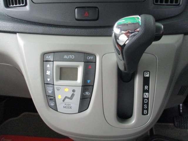 オートエアコン♪ボタン1つ押すだけで温度に合わせて風向風量調整してくれる大変便利な装備です