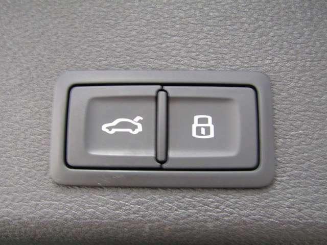 電動リアゲート♪1アクションでハッチの開閉ができます♪
