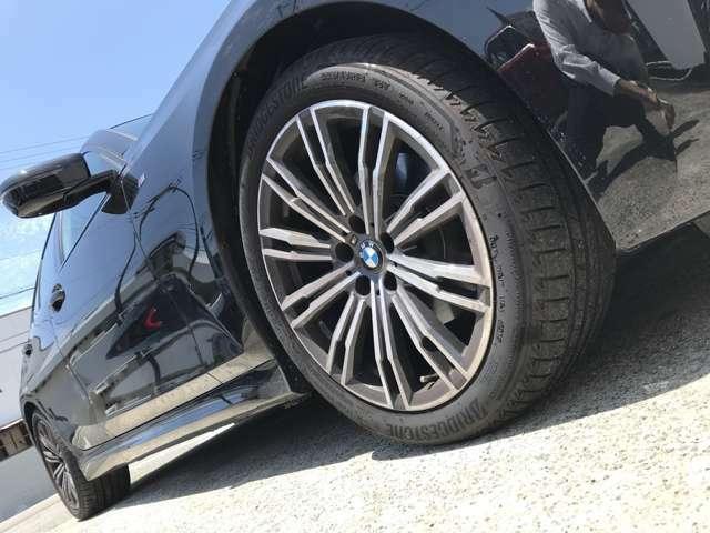 BMW純正アルミホイールです。納車時にはアルミホイールコーティングも承っております!是非ご検討下さいませ。