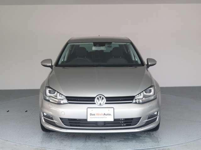 新車時オプション設定(≒8万円)「バイキセノンヘッドライトパッケージ」装着車両。