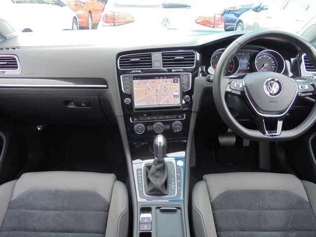 新車時オプション設定(≒18万円)「DiscoverPro(Volkswagen純正ナビ)パッケージ」装着車両。