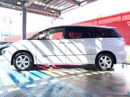 小型車並みの燃費とパワフルな加速性能を両立したハイブリットモデルのエスティマです。