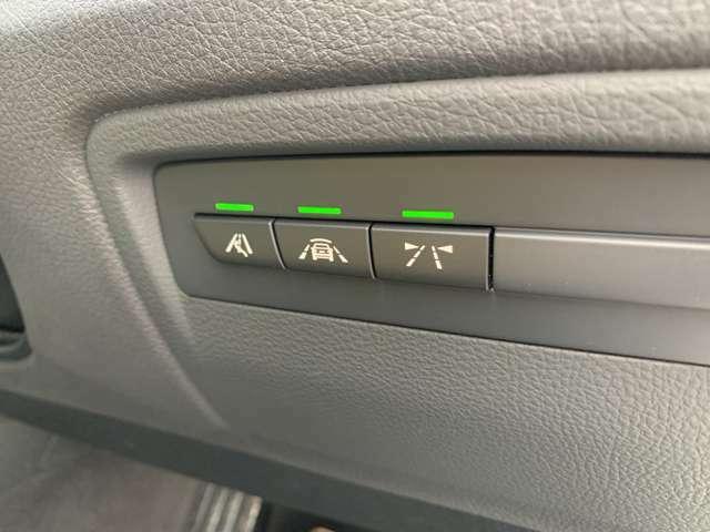 衝突軽減ブレーキ・車線逸脱警告システム・レーンチェンジウォーニングの安全装備付きです。万が一の際、搭乗者の方をお守り頂けます。