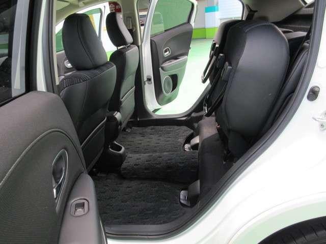 乗る人の数や使うシーン積みたい荷物に合わせて自在に使えるシートアレンジ。マウンテンバイクを2台乗せたり後席を跳ね上げれば車内でブーツの履き替えも可能。