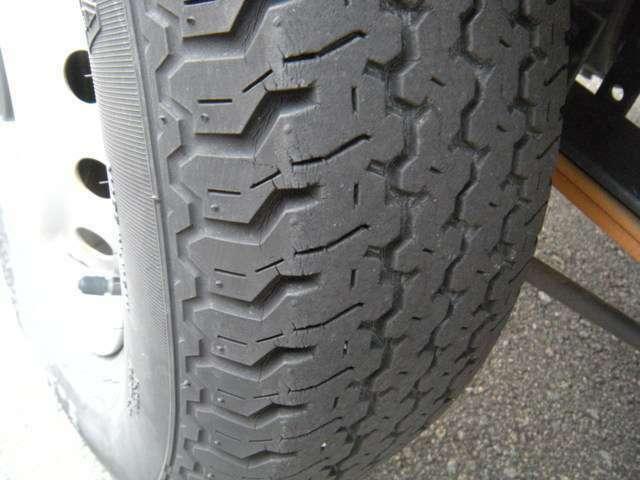 タイヤも要交換の状態であれば、新品に換えますのですぐに換える必要はないですよ。