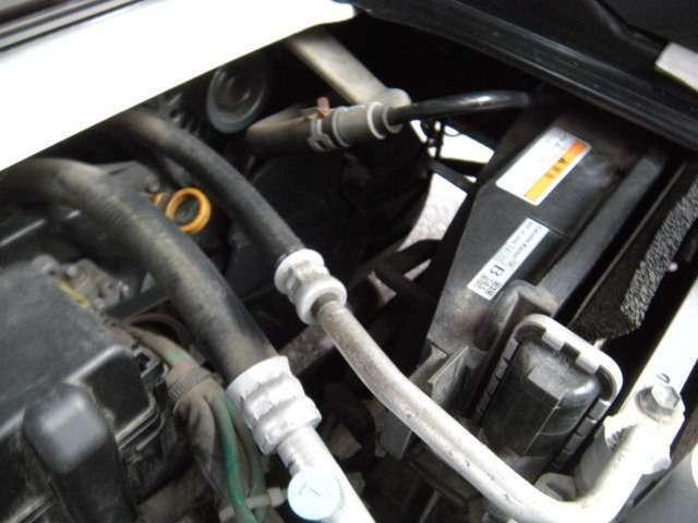 。エンジンは車の心臓部分です。このエンジンルームが汚いとトラブルの基になります。当店は専用の液剤を使って徹底的に綺麗にします。