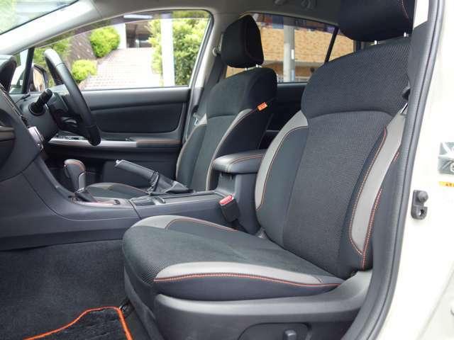 快適な空調を実現するオートエアコンは運転席・助手席それぞれでの温度設定が可能です。
