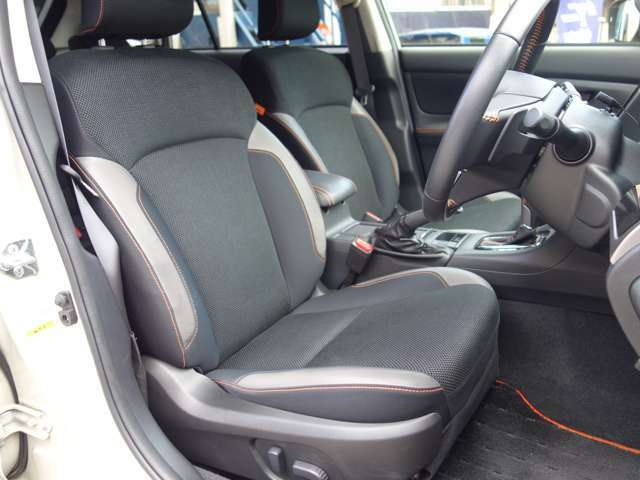前席シートは電動調整機能を有しています。